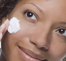 کرم مرطوب کننده برای پوست چرب
